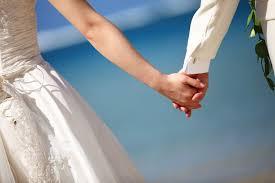 砂浜の夫婦